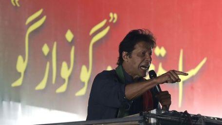 عمران خان حقوق کراچی مارچ میں شرکت کے لیے آئے تھے
